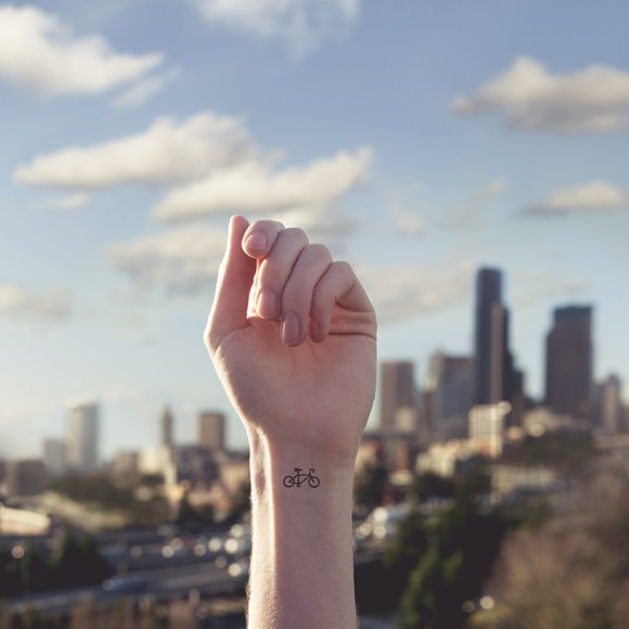 austin-tott-compares-tiny-tattoos-to-their-landscape-counterpart-designboom-06-580x580