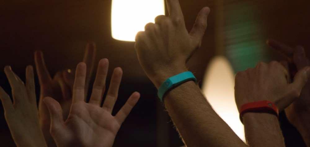 trak-bracelet-connecte-chanson-musique-
