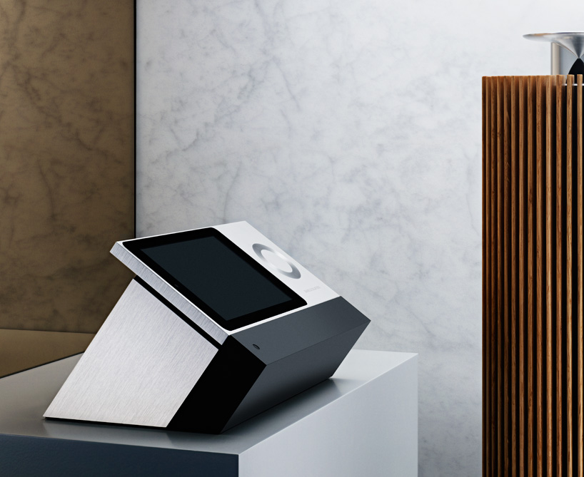 Bang_&_olufsen_beosound_moment_02
