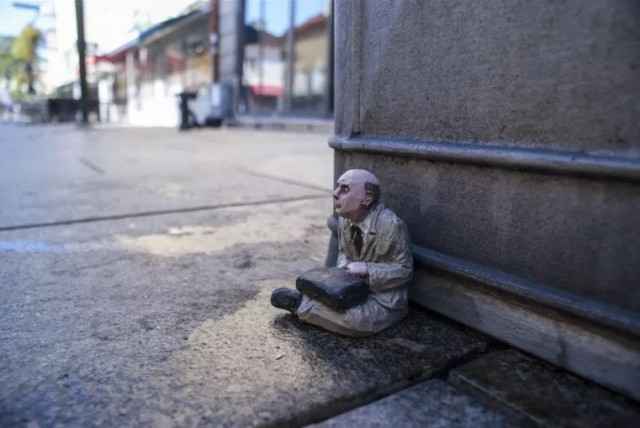 Miniature-Sculptures-in-City-Photography_8-640x428