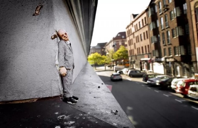 Miniature-Sculptures-in-City-Photography_9-640x413