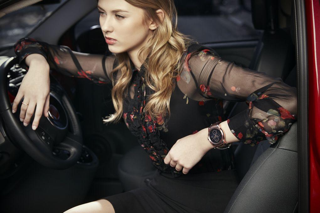 LG-Watch-Urbane-woman