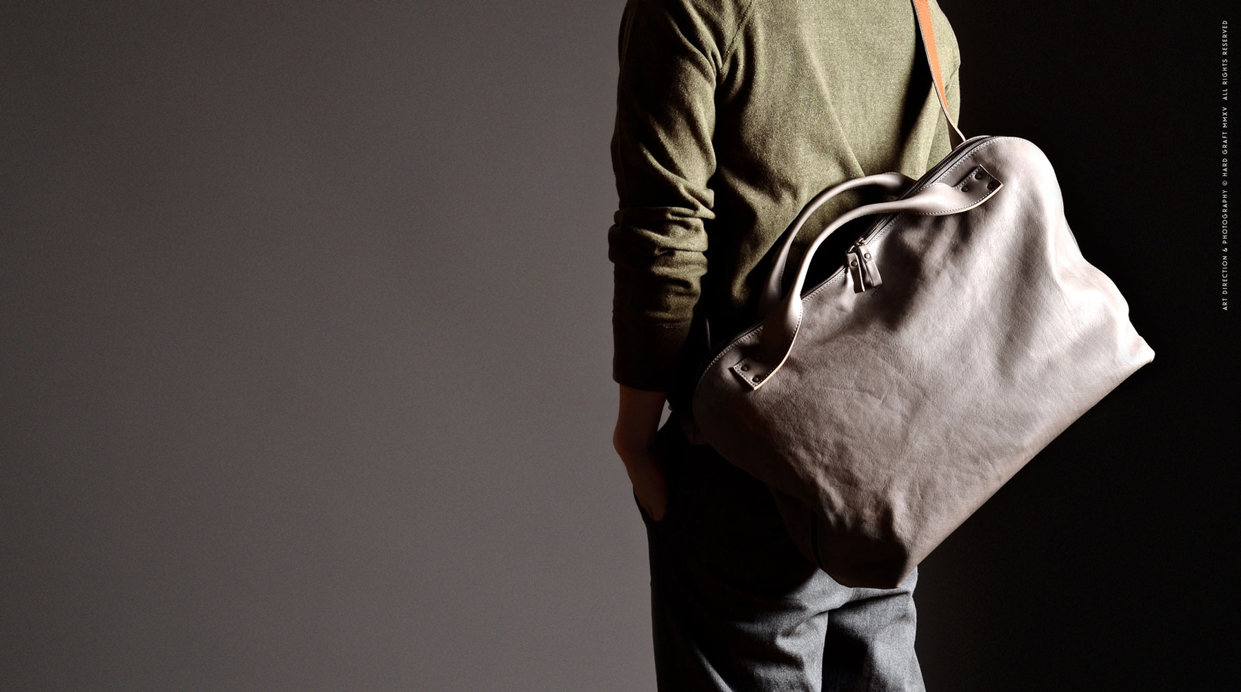 hard_graft_Offhand-shoulder_bag_home