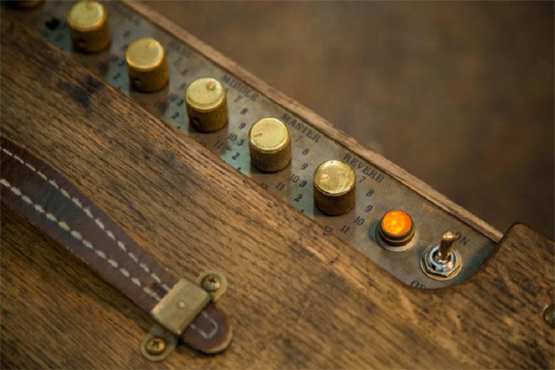 fender-80-proof-blues-junior-amplifier-tonneau-whisky-03