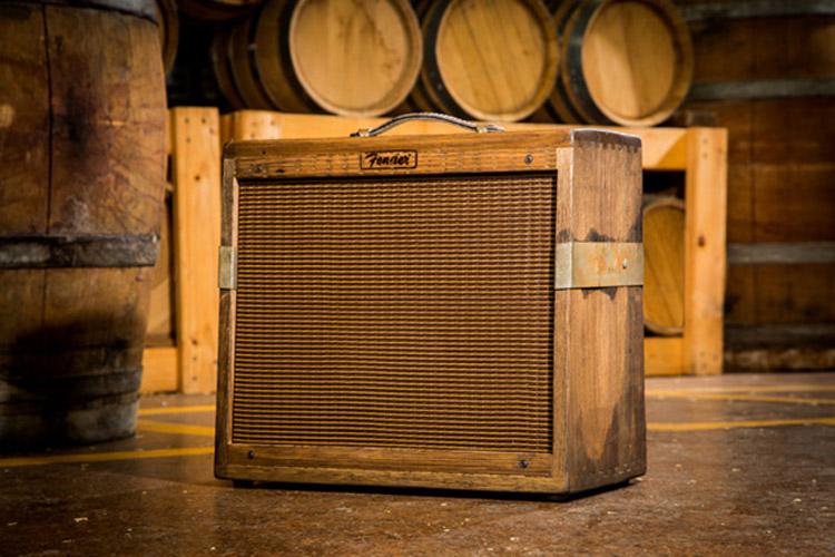 fender-80-proof-blues-junior-amplifier-tonneau-whisky-04