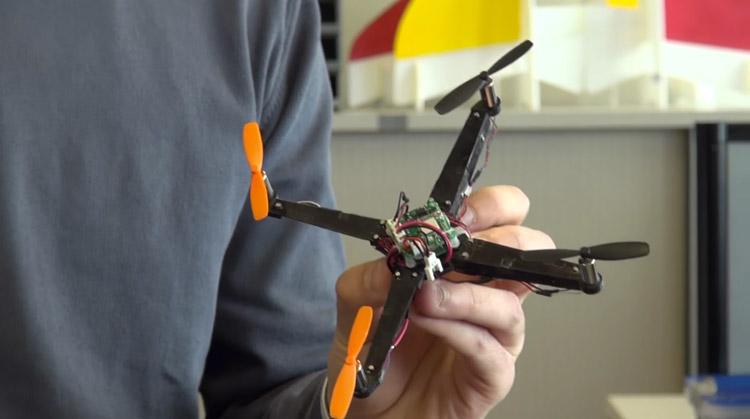 mini_drone_pliable_01