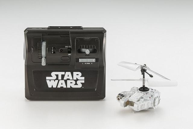 star-wars-falcon-drone-telecomande-02