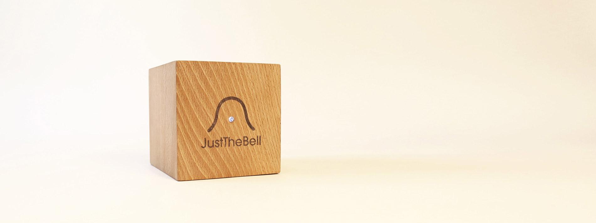 justthebell le r veil en bois connect. Black Bedroom Furniture Sets. Home Design Ideas