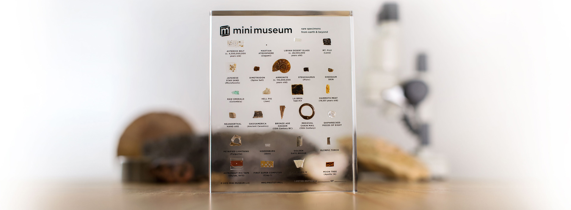 mini-museum-musee-table-lucite-home