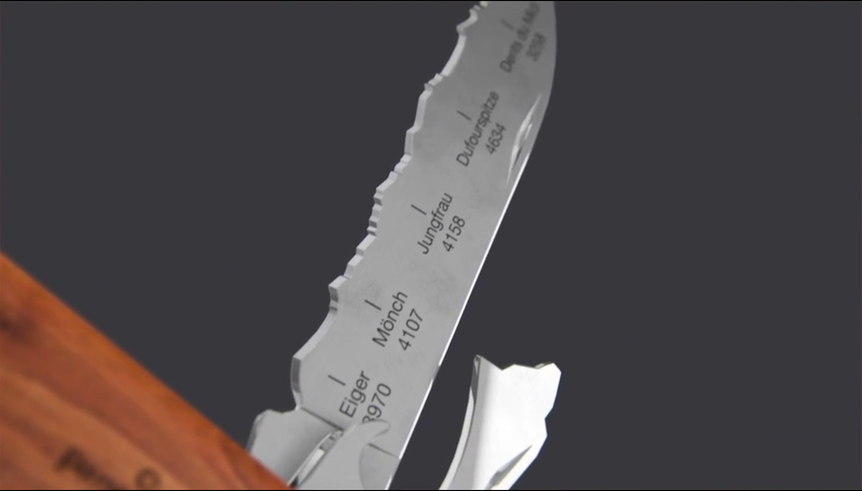 panorama_knife_couteau_suisse_montagne_home