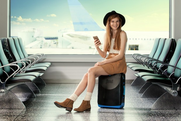 jurni valise assise voyage home