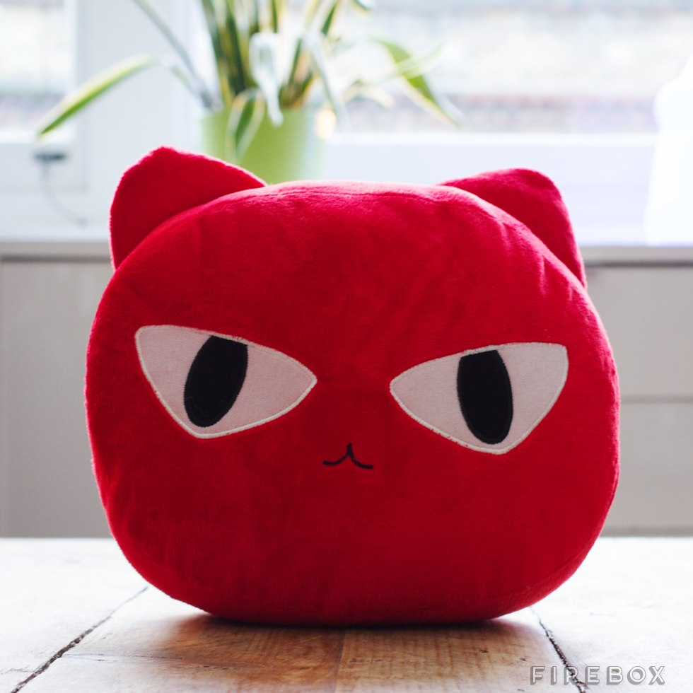chat coussin sieste travail peluche oreiller 02
