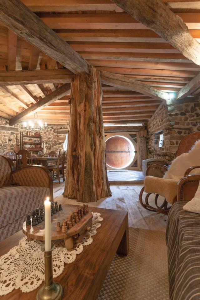 village-de-la-pierre-ronde-maison-fee-morvan-louer-01