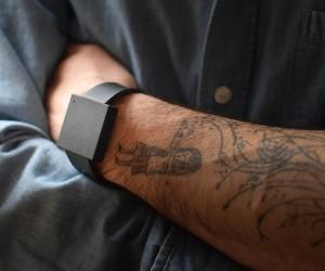 bracelet-connecte-the-basslet-vibrations-musique-jeux-video-home