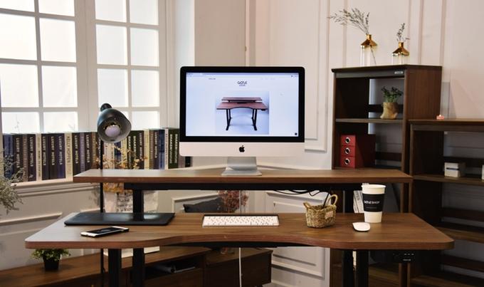 bureau-conencte-gaze-desk-reglable-hauteur-smartphone-01