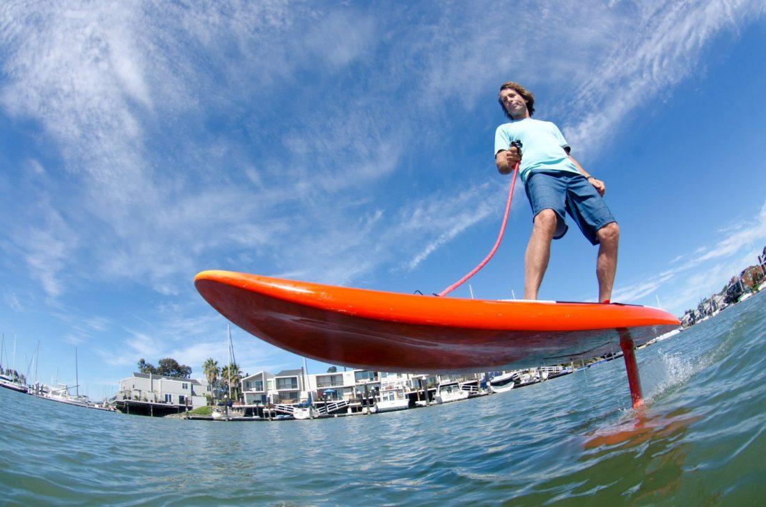 Jetfoiler le surf lectrique pour flotter au dessus de l 39 eau - Decorer sa planche de surf ...